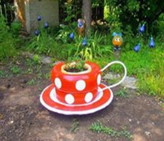 Decorate the Garden Using Used Tyre