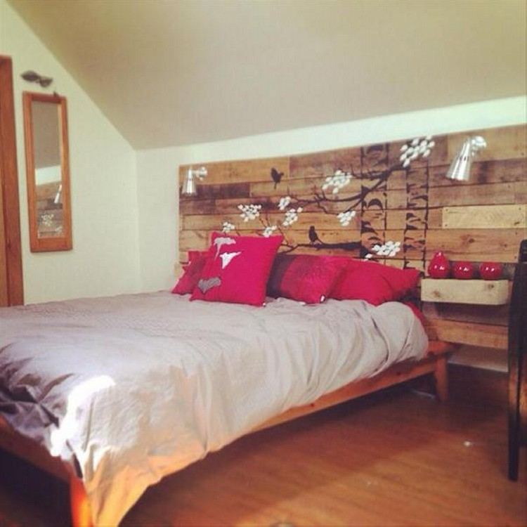 Decorative Pallet Headboard