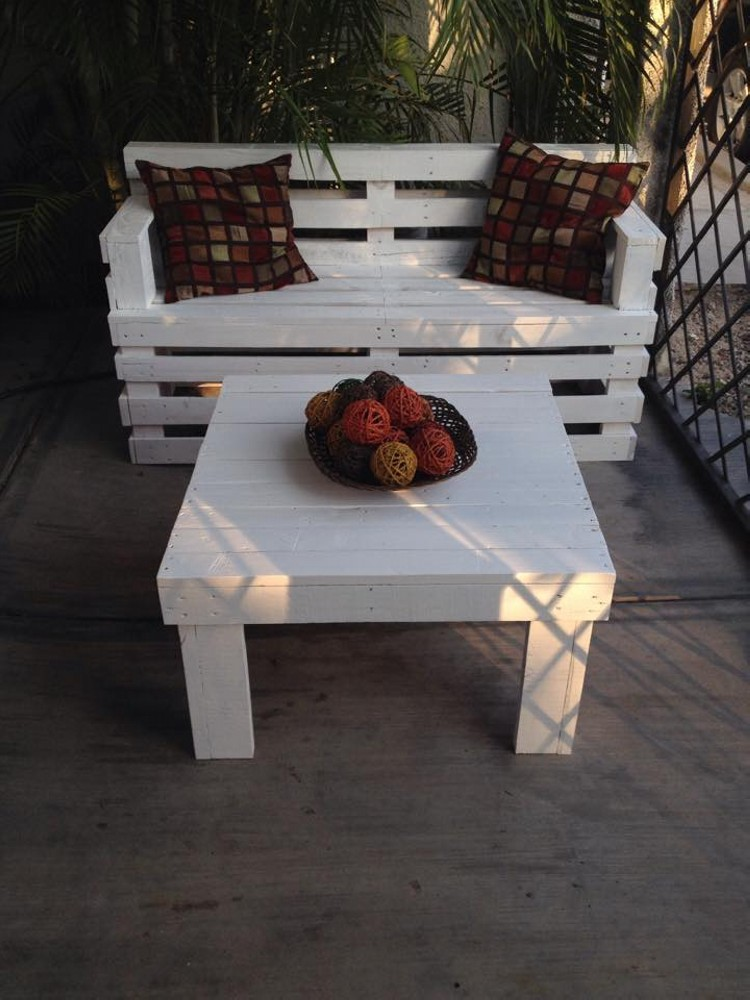 Patio Seating Achievements from Pallets Wood