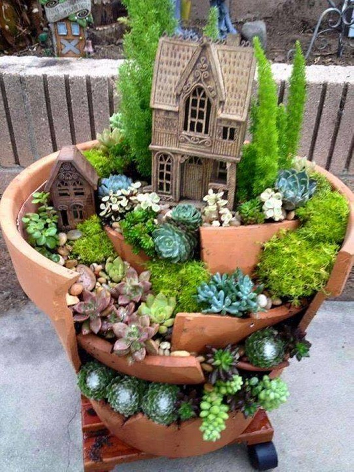 Creative fairytale garden ideas upcycle art for Fairy garden box ideas