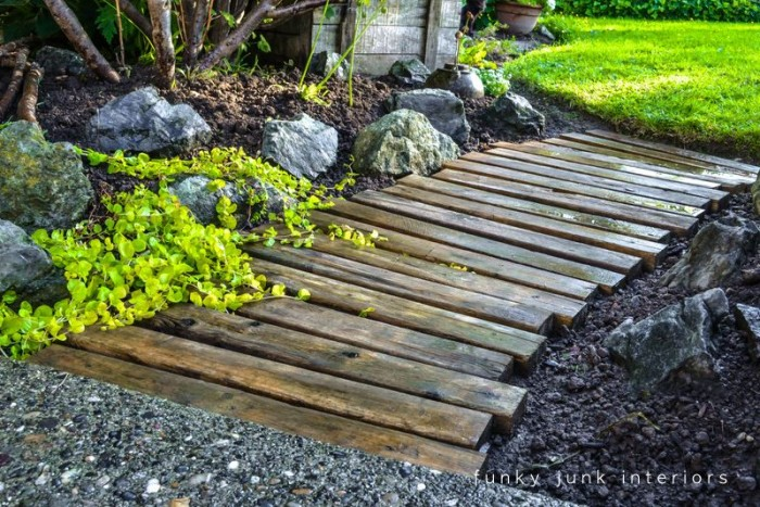 Garden Walkway with Pallet Wood