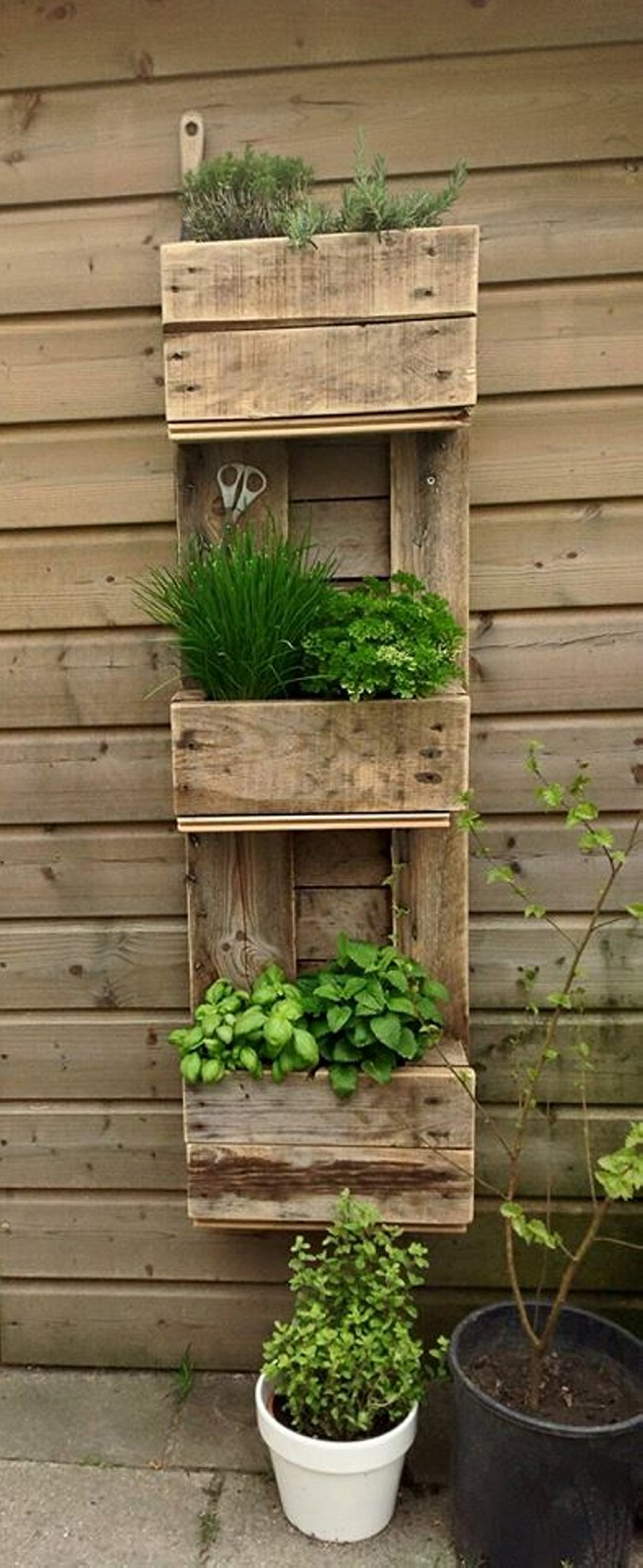 home decor ideas with wood pallet upcycle art