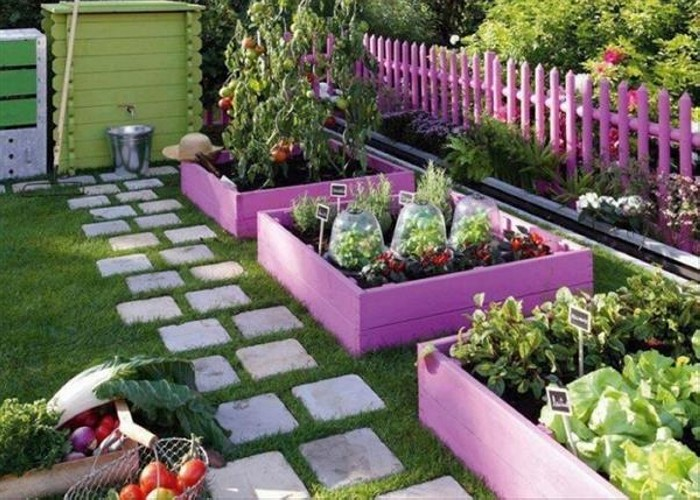 Pallet Garden Fence and Planter