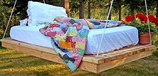 Pallet Hanging Bedding