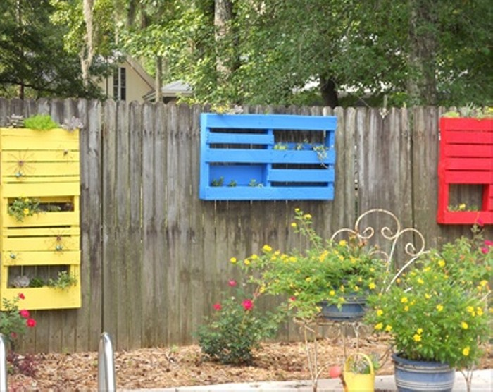 Pallet Planter of Fence