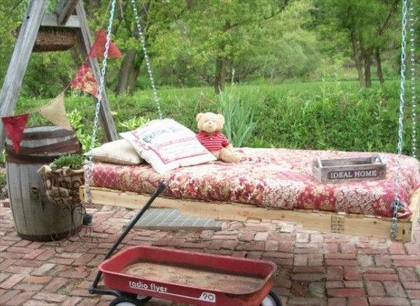 Pallet swing bed designs