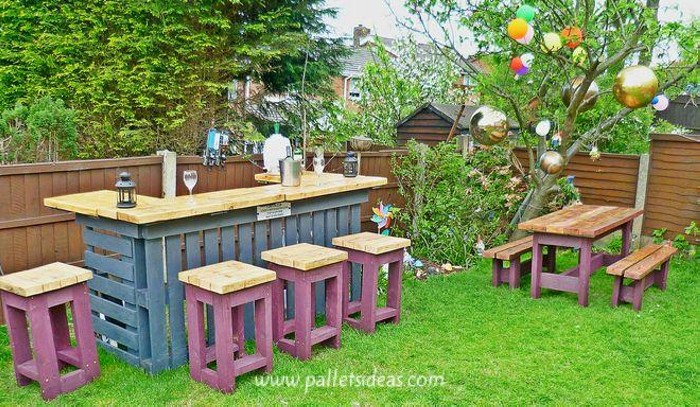 Pallets garden stools and table