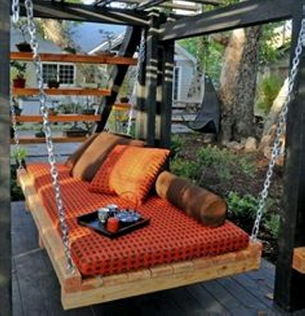 Swing Bed from Wooden Pallets