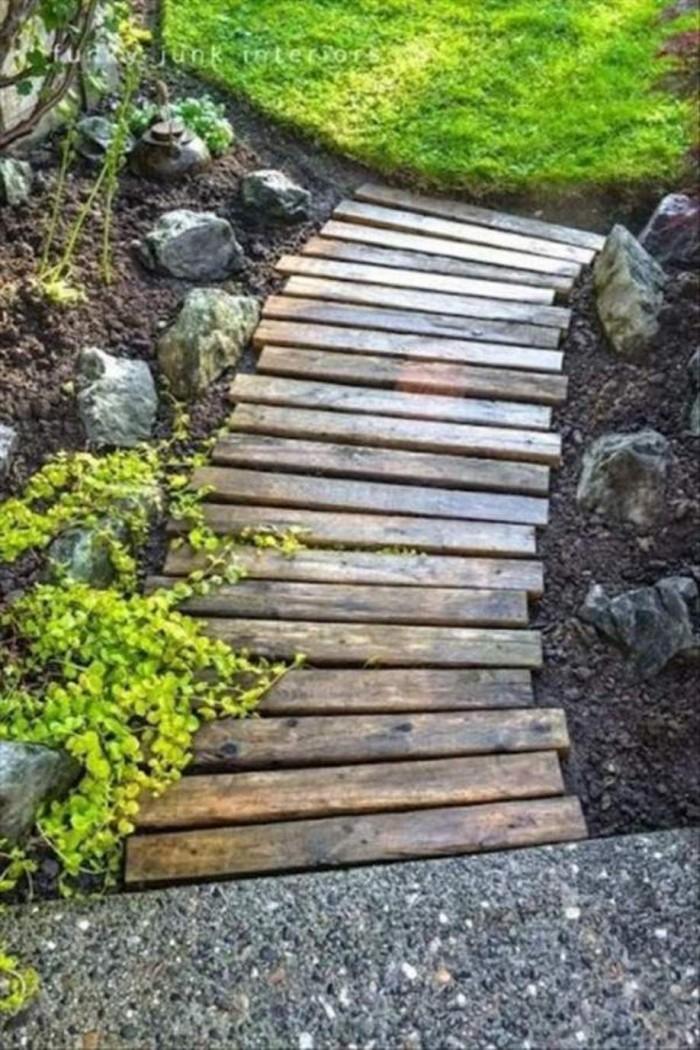 Wooden Pallet Garden Walkway