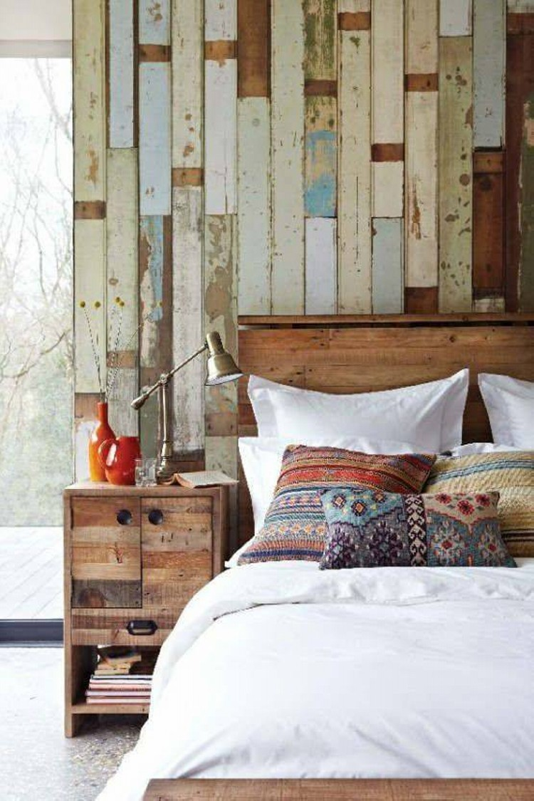 Accent wall out of wood pallets upcycle art - Scrap wood decorated house ...