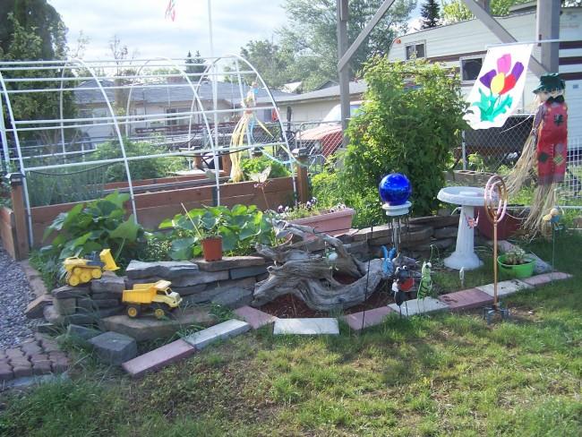driftwood garden and yard art