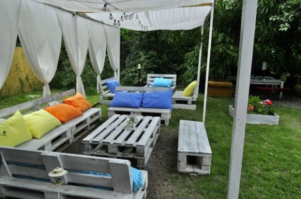Pallet Furniture Deck