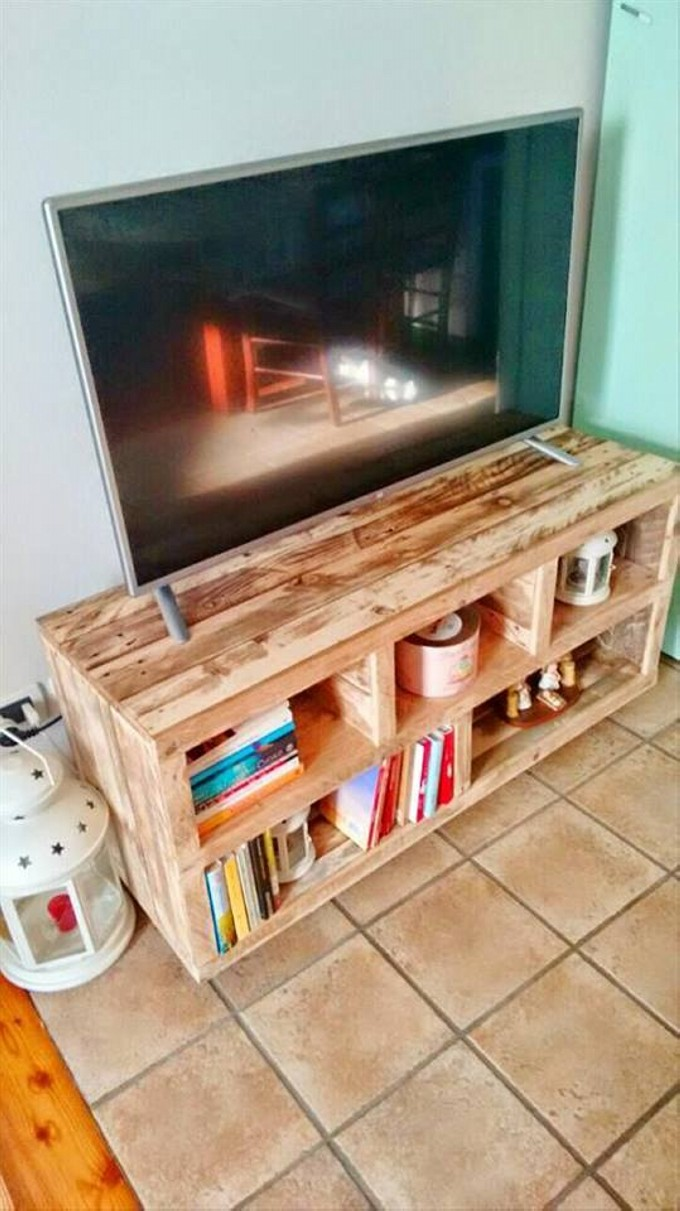 pallet tv stand ideas upcycle art. Black Bedroom Furniture Sets. Home Design Ideas