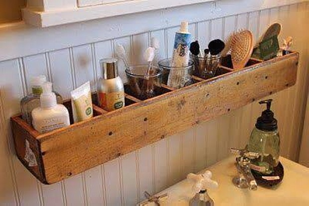 Upcycled Pallet Wall Bathroom Shelves