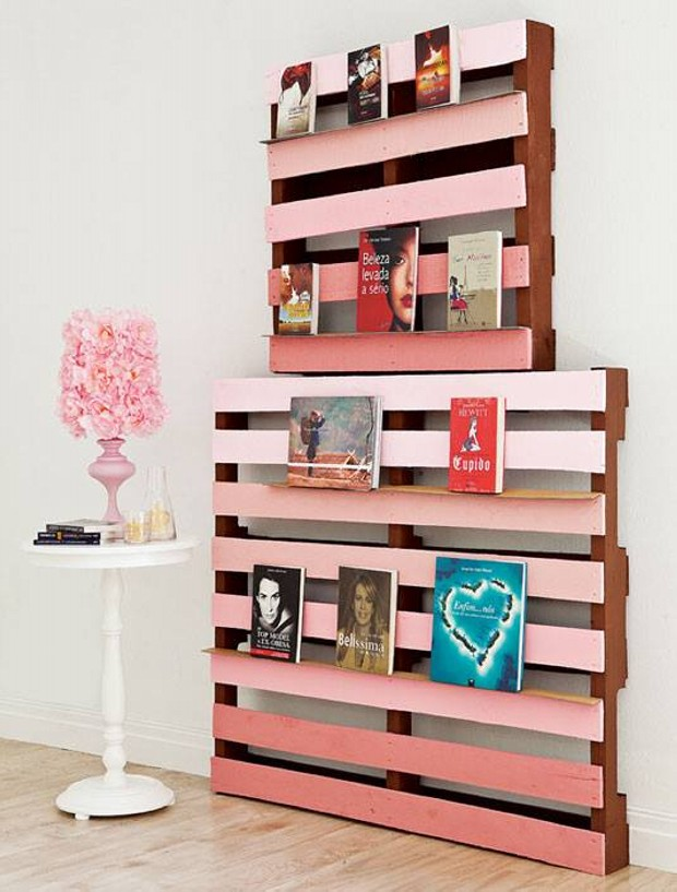 Wooden Pallet Wall Bookshelves