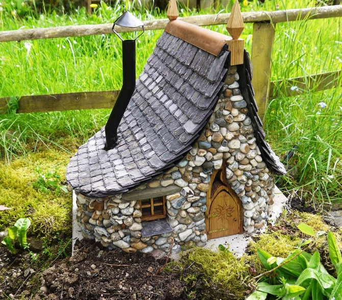 Enchanted Cottages Garden Decoration