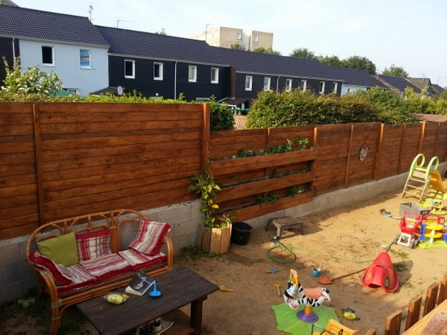 Fence out of pallets