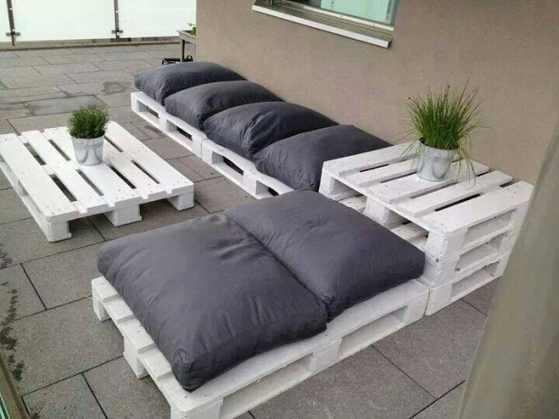 Pallet Couch with Planter