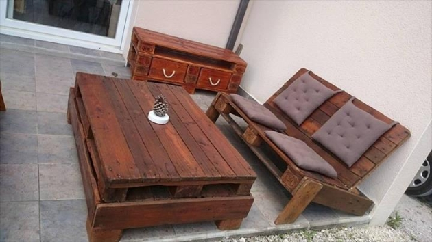 Tufted Pallet Furniture