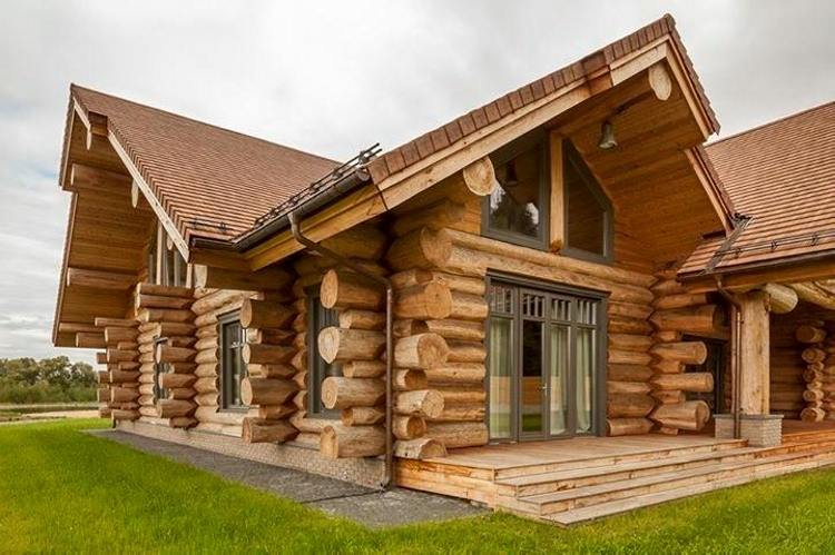 Awesome Log Home in Moscow
