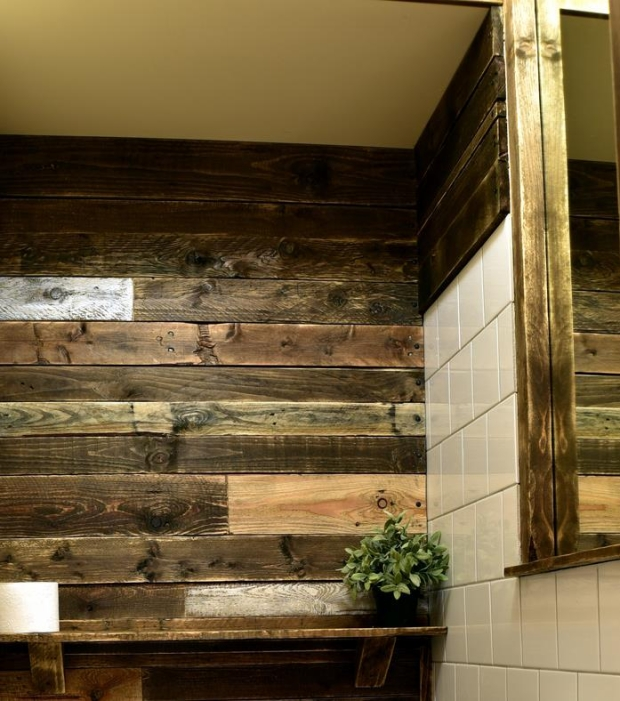 Bathroom Wall Decor with Pallets