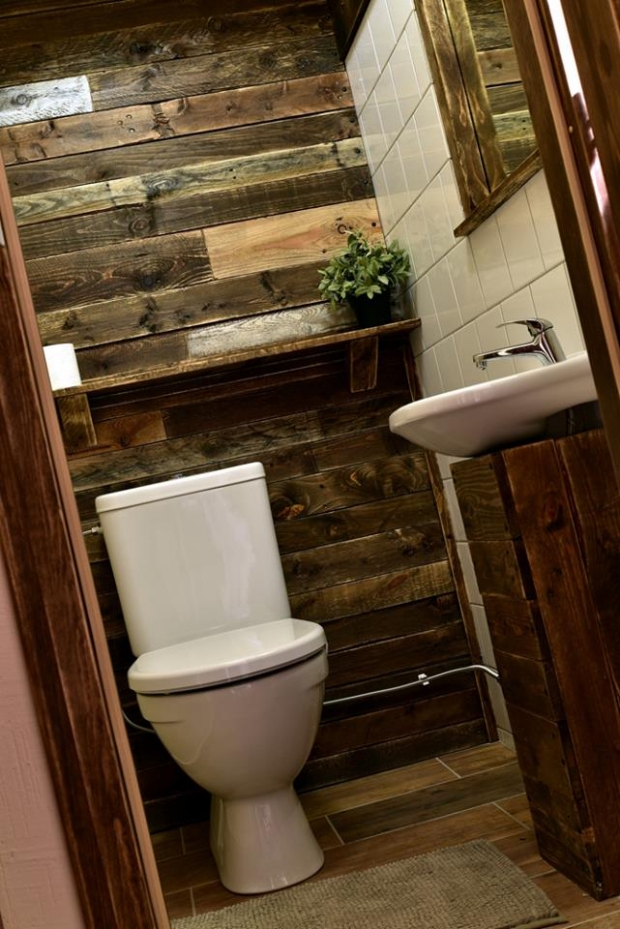 Bathroom Wall From Recycled Pallets