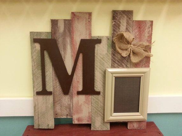 Pallet crafts frame - Scrap wood decorated house ...