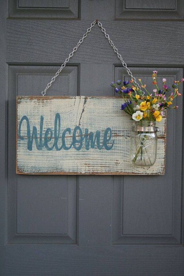 Recycled pallet wood decor crafts upcycle art for Welcome home decorations