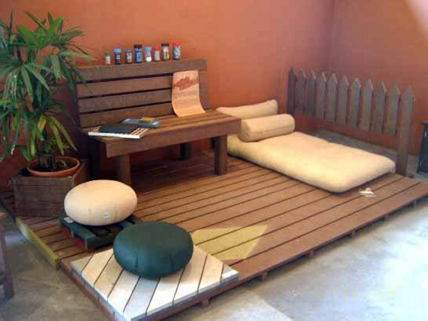 Recycled Pallet Wood Patio Deck