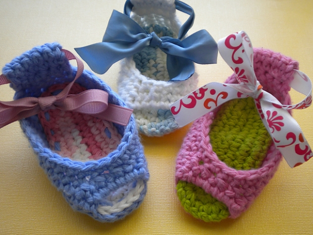 Crochet Baby Shoes DIY
