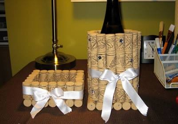 Decorative wine stopper cork crafts upcycle art for Crafts with corks from wine bottles