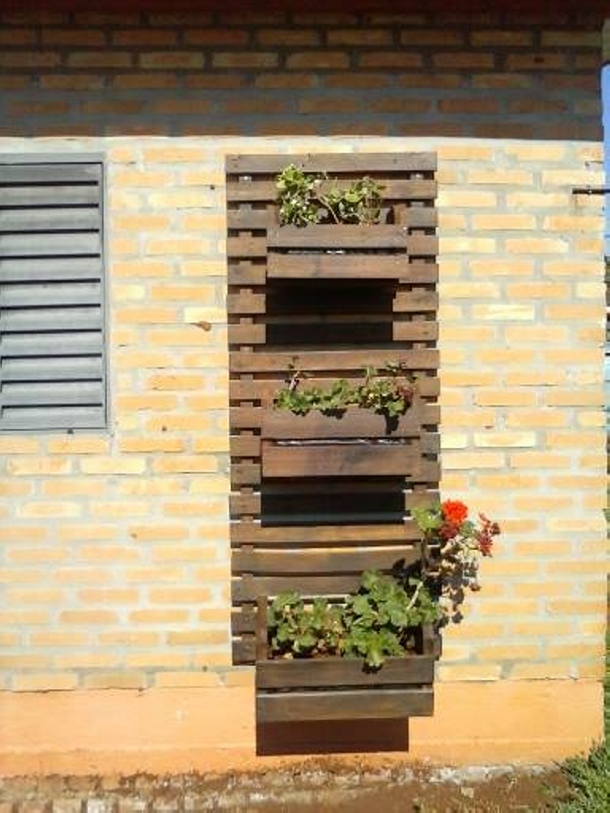 Recycled Pallet Wall Garden