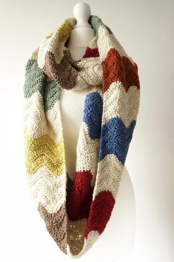 Zigzag infinity scarf