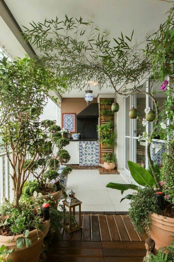 Decor ideas for balconies upcycle art for How to decorate terrace with plants
