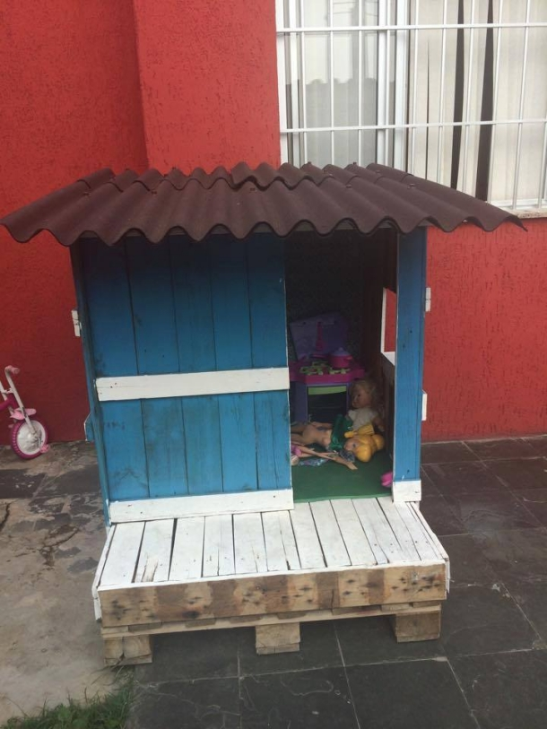 pallet created doll house