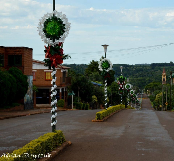 road decor with recycled bottles