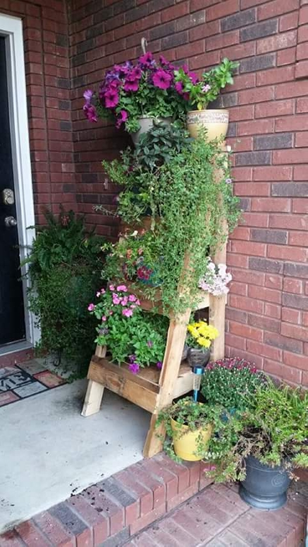 Pallet ladder planter