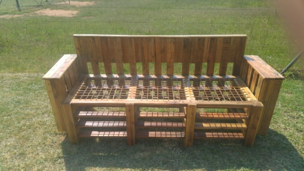 patio couch with pallets