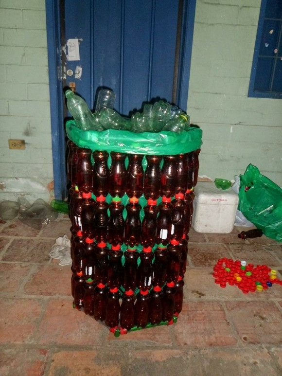 how to make a trash can out of plastic bottles