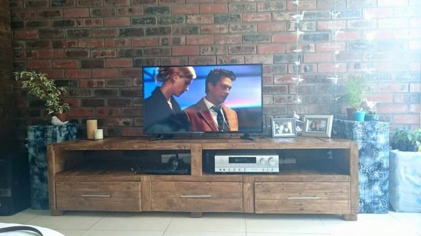tv console cabint with wood pallets