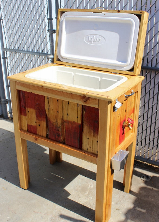 Outdoor diy wood patio cooler cart for Wooden beer cooler plans