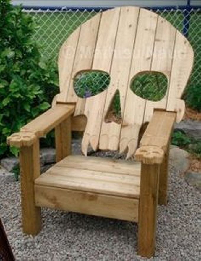 Repurposed pallets chair