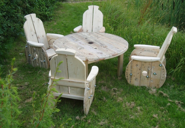 Upcycled-Cable-Reel-Furniture