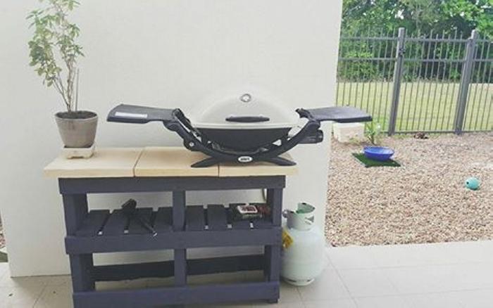 pallet BBQ stand