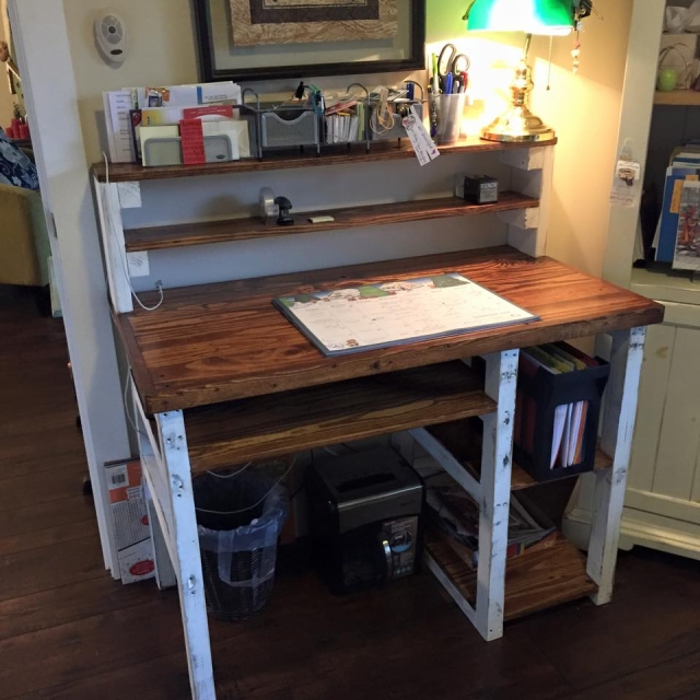 pallet recycled desk