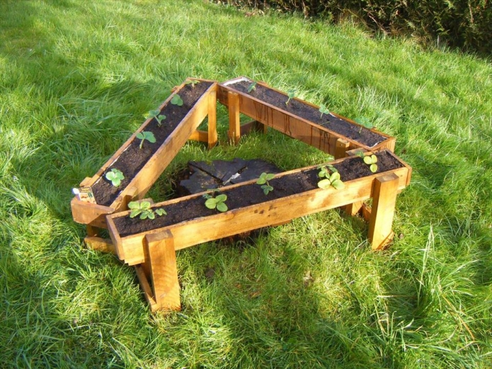 triangular garden planter made with pallets