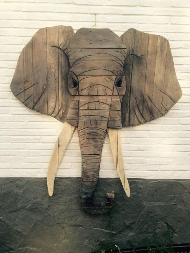 wood pallet elephant
