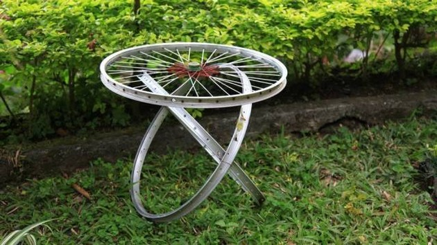 Lovely Bike Wheels Table Idea