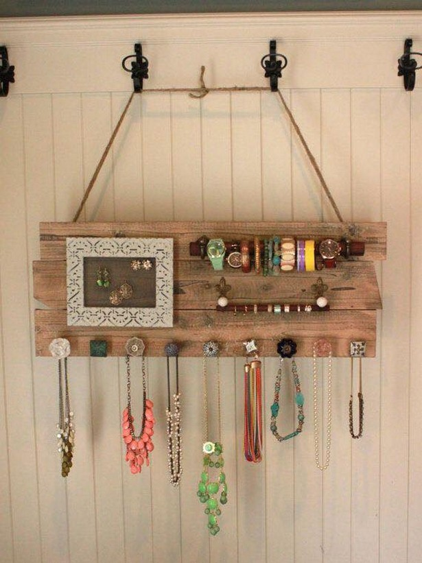 Jewelry Organizing with Pallets
