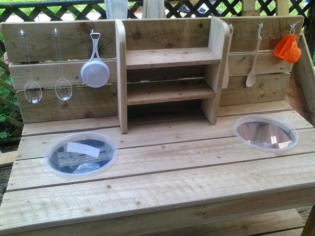 kids kitchen with pallets